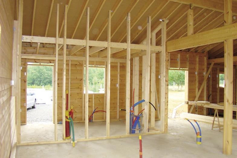 Finest grce et au bois le couple a russi le pari une maison qui leur ressemble une fiert la - Jeu de maison a construire ...