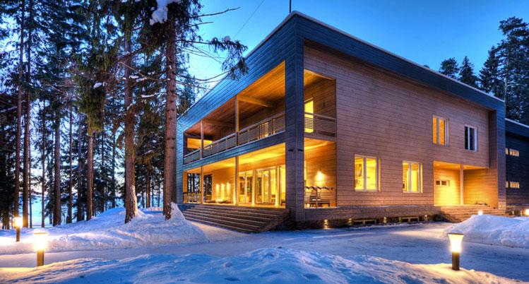 Les charmes d une maison bois en hiver architecture bois for Entretien d une maison