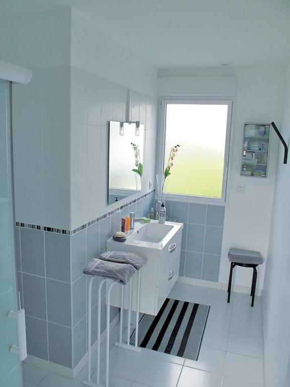 fenetre interieur cuisine avec fenetre cuisine cuisine avec fenetre interieur with fenetre. Black Bedroom Furniture Sets. Home Design Ideas