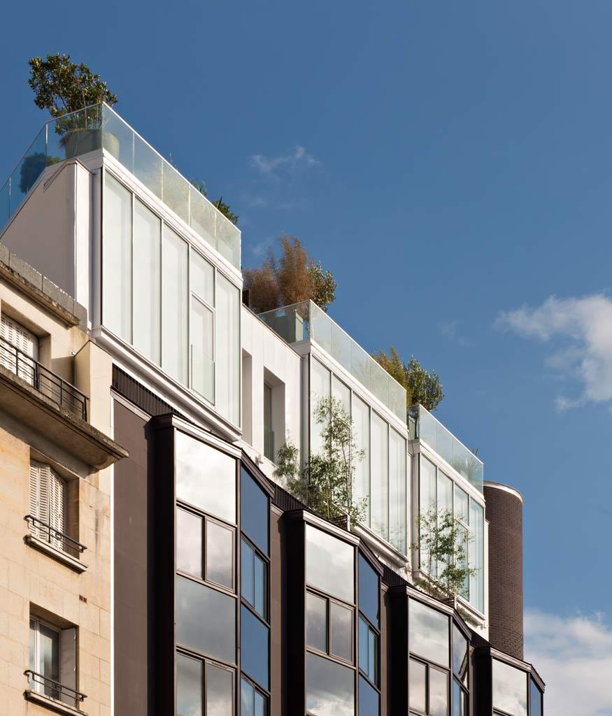 Les maisons imaginées par Vincent Eschalier se situent sur le toit d'un immeuble.