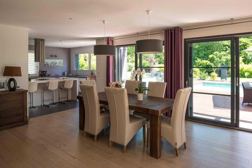 Maison moderne en Haute-Savoie en ossature bois et charpente traditionnelle