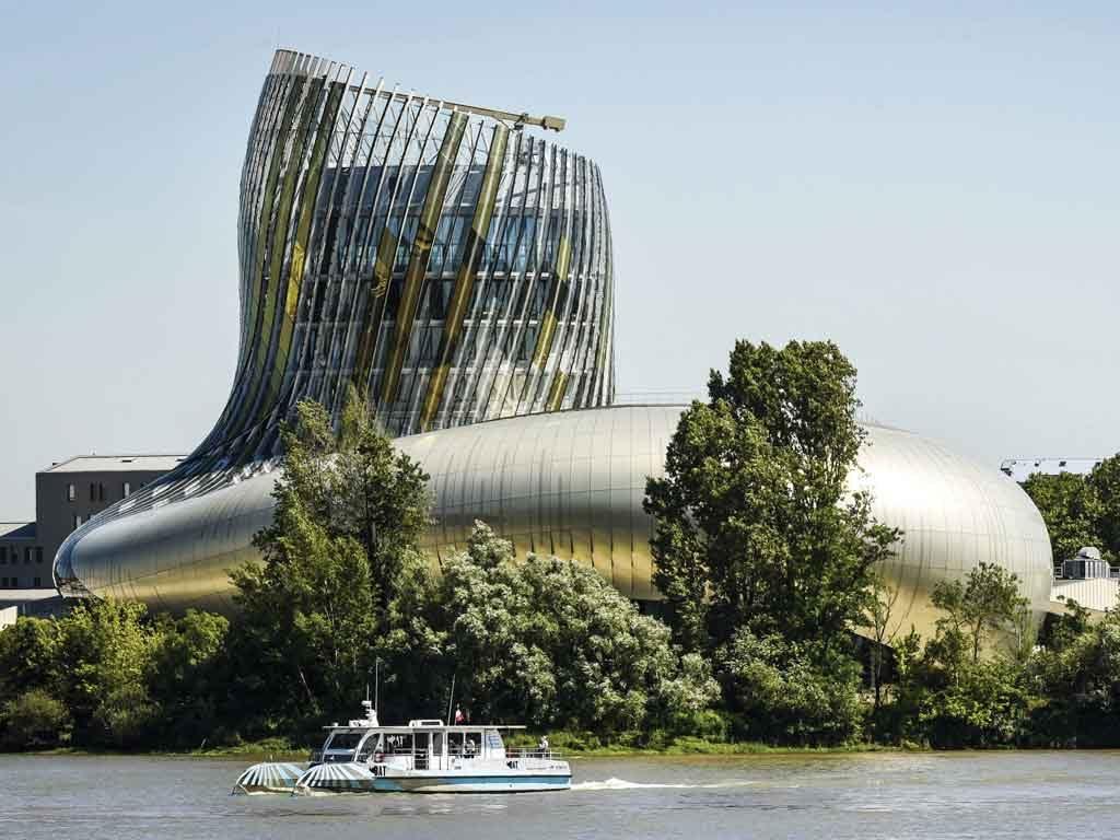 Le mercredi 19 septembre sera consacré à des visites. Au programme : la pépinière Forelite et des projets architecturaux en Douglas, tels que l'emblématique Cité du Vin, composée de 250 m3 de lamellé-collé douglas.