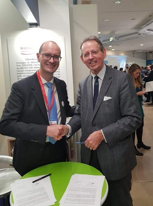 Georges-Henri Florentin, directeur général de FCBA et Laurent Girometti, directeur général EpaMarne/EpaFrance lors de la signature de la convention de partenariat au SIMI