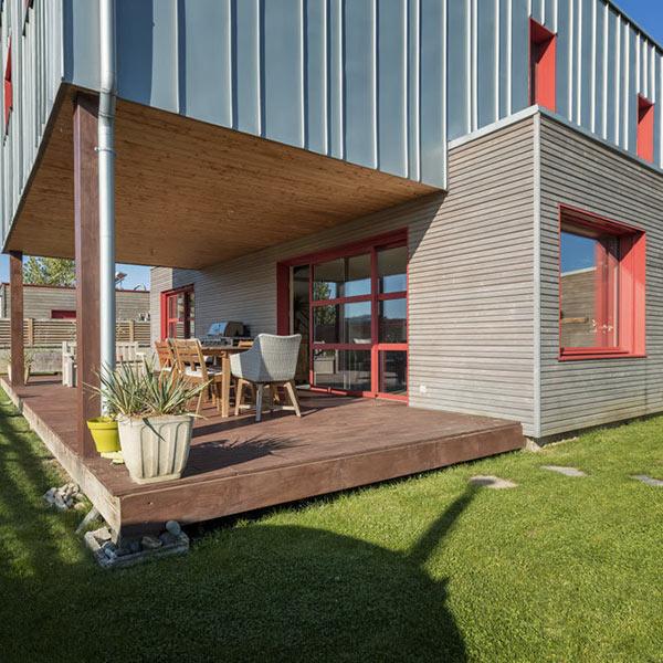 Une Maison Bois Modulaire Et Perchee Architecture Bois Magazine Infos Sur La Construction Et Maisons En Bois
