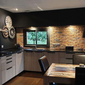 Maison en noir et bois - M&M Charpente