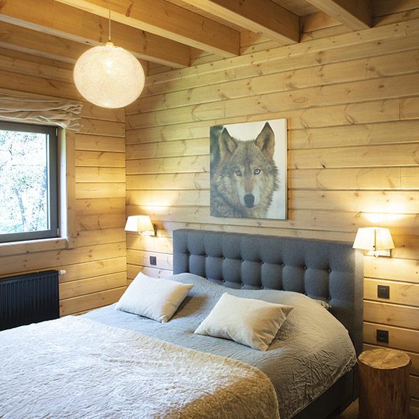 architecture-bois-chalet-madriers-contrecolles-kontio-kit-aukio-belgique-chambre