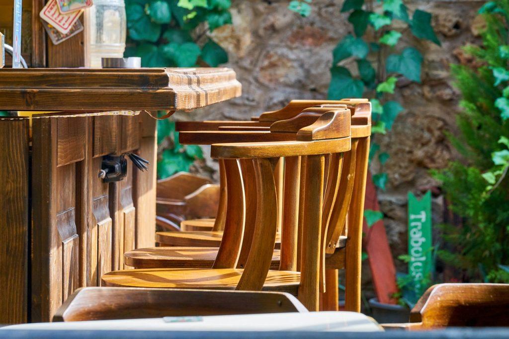 Chaise en bois haute